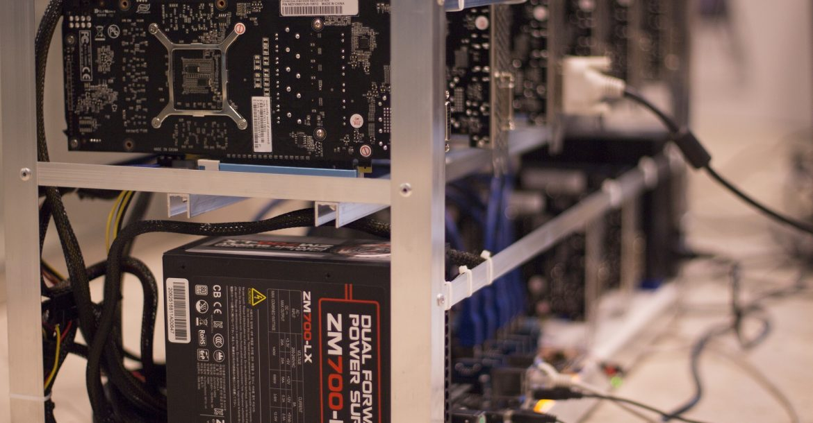 Bitcoin Miners Compete, But Also Work Together